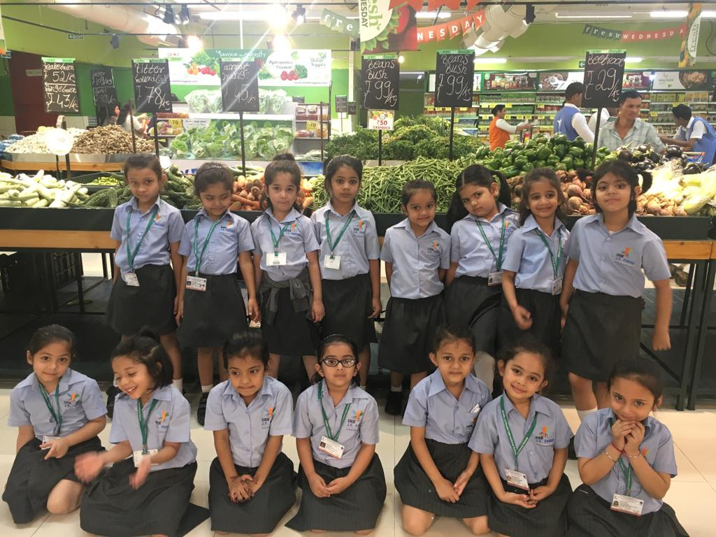 Jr Kg - Field trip to Star Bazaar